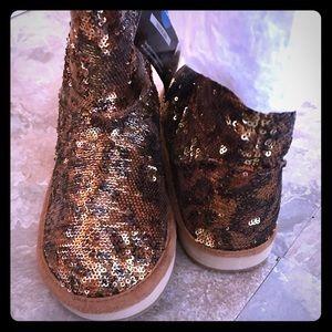 Boots, women's 8